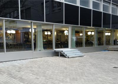 """Réfectoire du Centre sportif de la Vallée de la Jeunesse, CSVJ, assainissement énergétique d'un bâtiment construit selon le système """"CROCS"""" à Lausanne."""