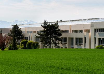 24 salles, théâtre et salle ominisport pour le Collège de la Terre Sainte à Coppet, une référence européenne sur le plan énergétique.